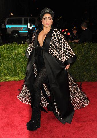 File:5-4-15 Red carpet at 2015 Met Gala in NYC 005.JPG