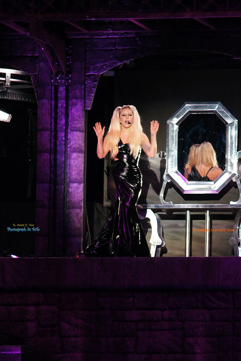 File:The Born This Way Ball Tour Fashion of His Love 001.jpg