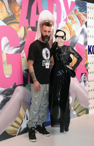 File:11-10-13 ArtRAVE White Carpet 005.jpg