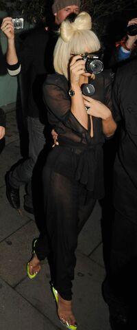 File:4-16-09 Leaving Bungalow 8 Nightclub in London 001.jpg