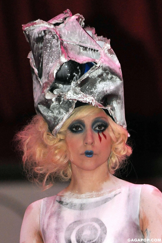 File:11-14-09 Performing at MOCA Gala 1.jpg