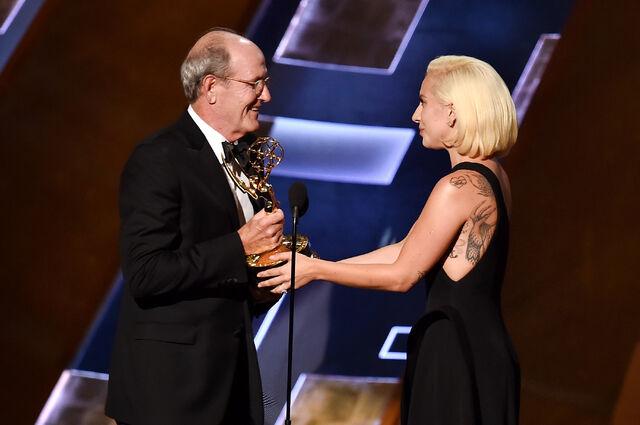 File:9-20-15 Presenting at 67th Primetime Emmy Awards 003.jpg