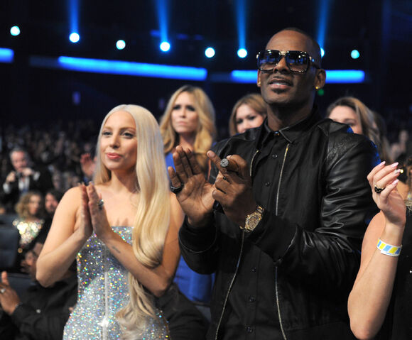 File:Ladygaga-ama2013-audience-005.jpg