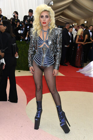 File:5-2-16 MET Gala at Metropolitan Museum in NYC 001.jpg