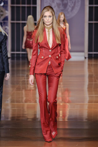 File:Versace - Fall 2014 Collection.jpg