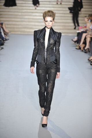 File:Stéphane Rolland - Fall 2009 Collection.jpg