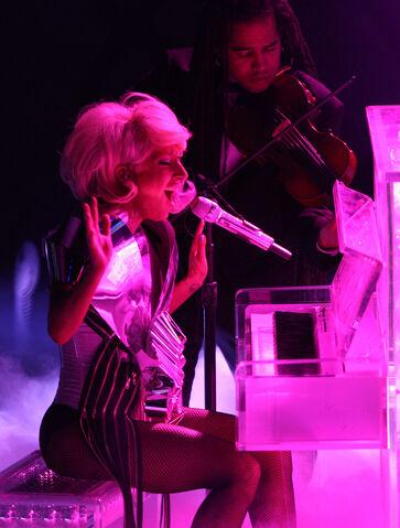File:4-1-09 American Idol 003.jpg