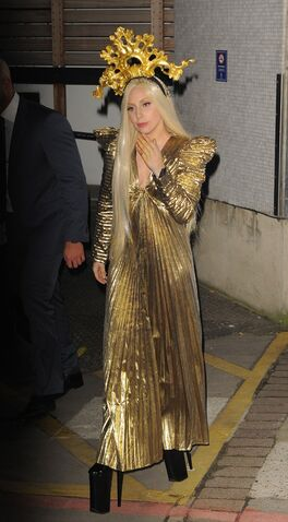 File:12-4-13 Leaving ITV Studios 002.jpg
