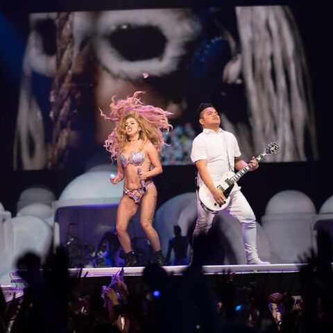 File:5-13-14 MANiCURE artRAVE the ARTPOP ball.jpg