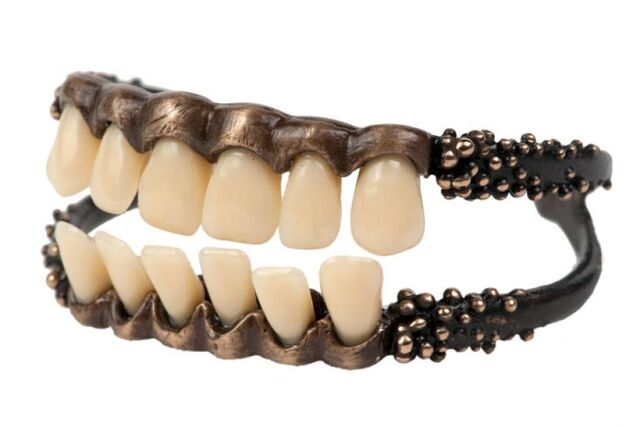 File:GPI - Dental bracelet.jpg