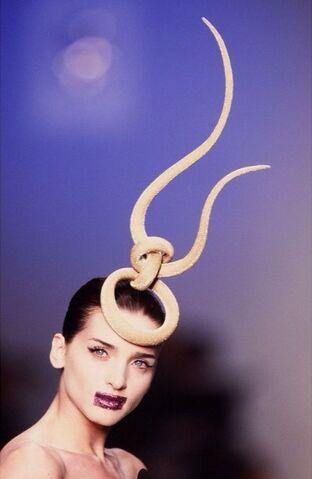 File:Philip Treacy - Headpiece.jpg