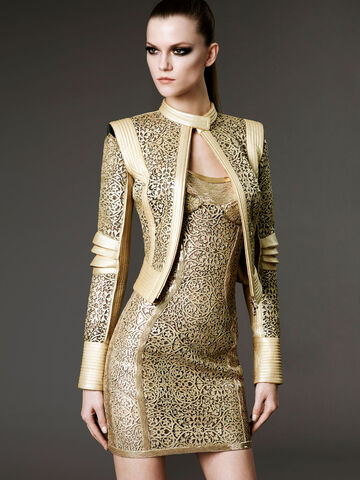 File:Atelier Versace Spring Summer 2012 corseted strapless gold laser-cut filigree dress.jpg