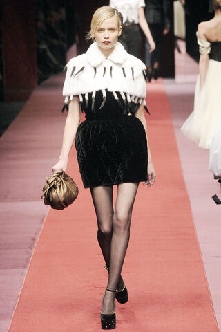 File:Dolce & Gabanna - Fall-Winter 2009 RTW Collection.jpg