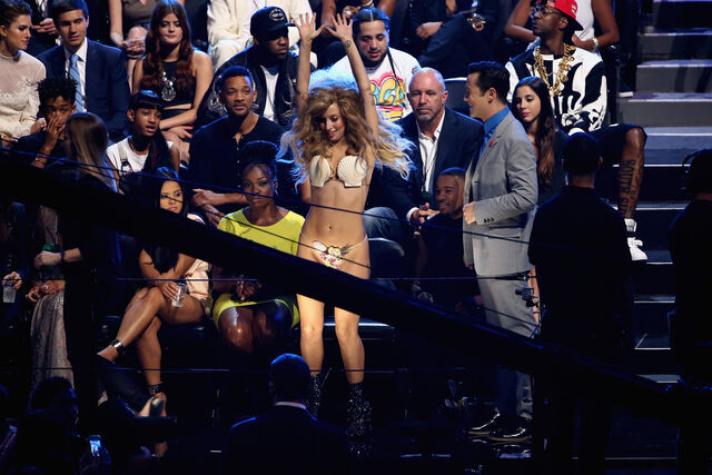 File:8-25-13 MTV VMA's Audience 004.jpg