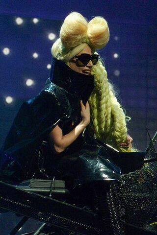 File:Lady Gaga at Vancouver 12/9/09.jpg