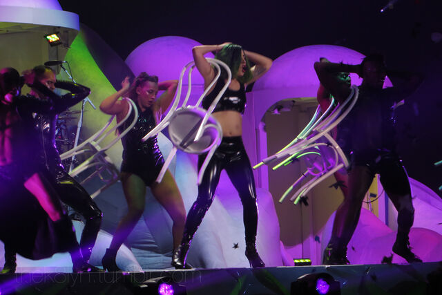 File:5-26-14 Mary Jane Holland artRAVE The ARTPOP Ball 001.jpg