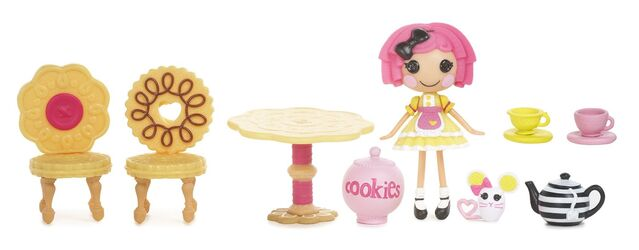 File:Mini Lalaloopsy - Crumbs' Tea Party - accessories.jpg