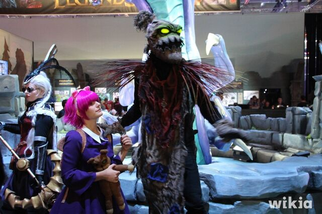File:JAlbor Gamescom Annie and Fiddlesticks.JPG