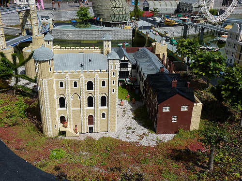 File:Legoland-tower.jpg