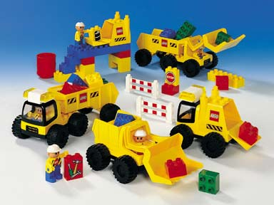 File:9128 DUPLO Big Wheelers.jpg