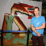 Benedict-cumberbatch-lego-dragon-smaug-sdcc-2014-wb-booth-530x529