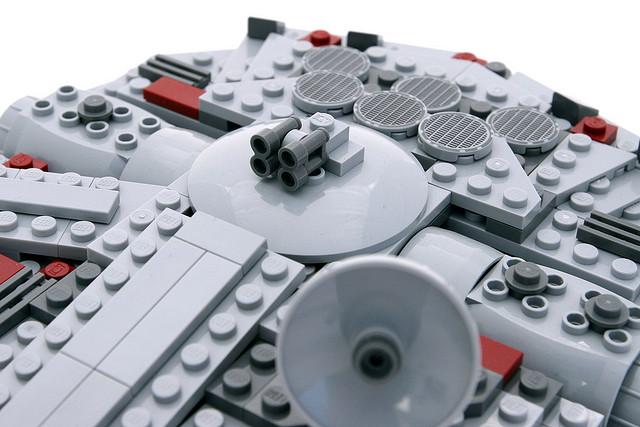 File:7778 MIDI Millennium Falcon 8.jpg