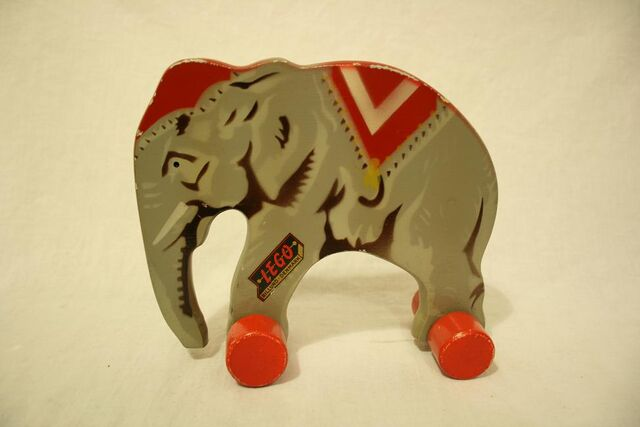 File:Wooden lego elephant6.jpg