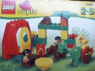 File:2602-Dinosaurs Family Home.jpg