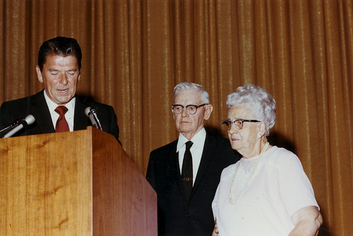 File:Ronald Reagan with Walter and Cordelia Knott.jpg