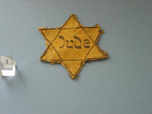 File:Jewish badge.jpg