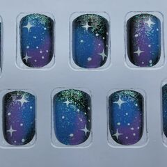 <i>Perrie's press on nails</i>