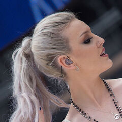 Perrie's wavy silver long ponytail