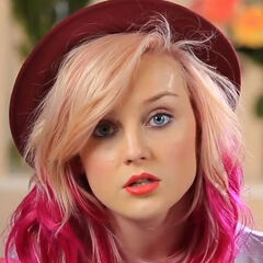 Perrie had a two-tone pink hairstyle, with a light peach color on the top and a vibrant fuchsia on the bottom.