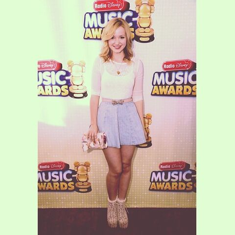 File:Dove at the RDMA's.jpg