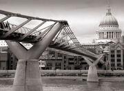 London millenium wobbly bridge
