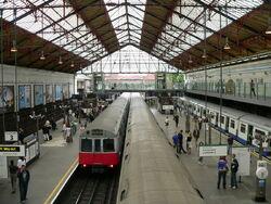 Earl's Court District Line platforms