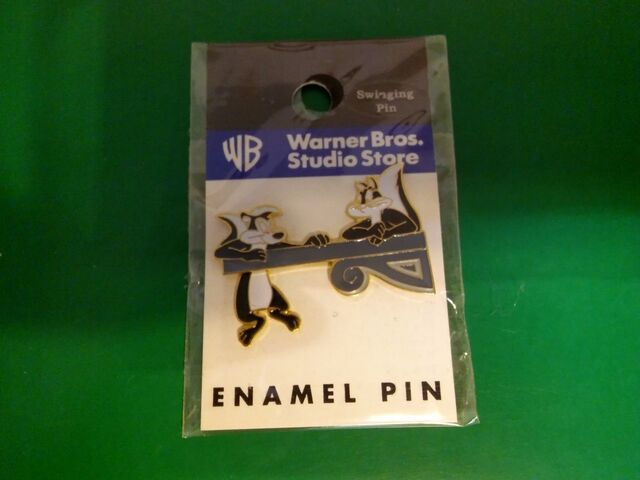 File:Swinging Enamel Pin 1997.jpg