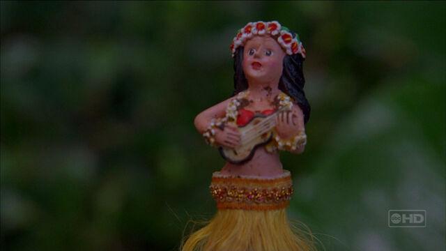Archivo:3x17-hula-girl.jpg