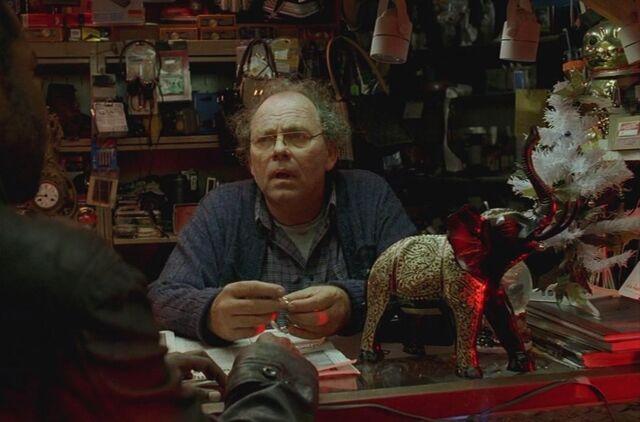 File:4x08 Gus's Pawn Shop interior 2.jpg