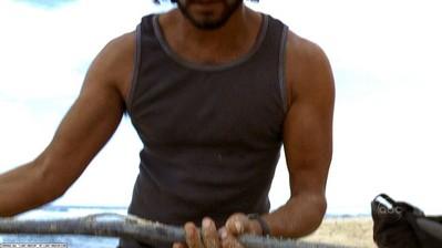 ملف:Sayid finds cable.jpg