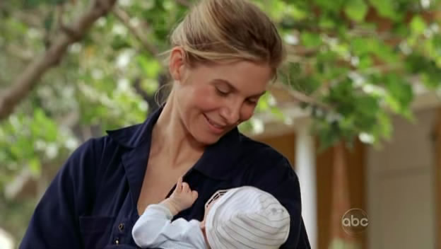 File:5x09-juliet-holding-baby-ethan.jpg