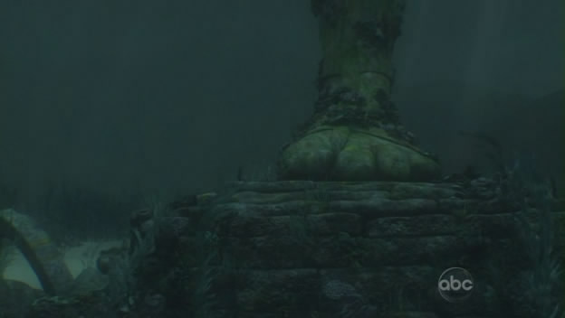 File:6x01 the statue foot in the ocean.jpg
