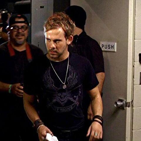 Archivo:1x07 Charlie tshirt.jpg