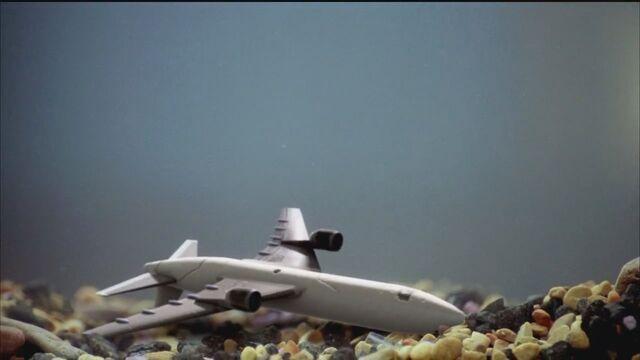 Archivo:4x02 Plane toy Bottom.jpg