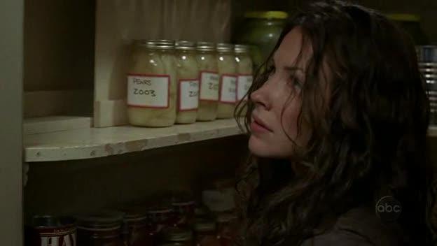 Archivo:1x03-KateCaughtLeaving.jpg
