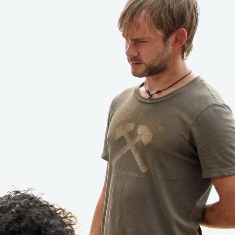 Archivo:3x21-tshirt-charlie.jpg