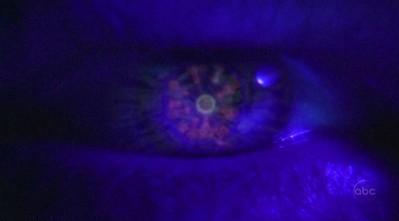 Archivo:2x17 Locke's map eye.jpg