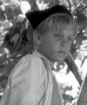 an analysis of the characters jack and roger in lord of the flies Transcript of lord of the flies character analysis in the freudian perspective by: adrian carranza, jon clifford, matt fittipaldi, maggie kesaris, and jack skahan ralph jack piggy simon throughout the book, jack is the antagonist.