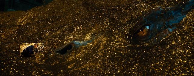 File:Bilbo-smaug-skaan.png