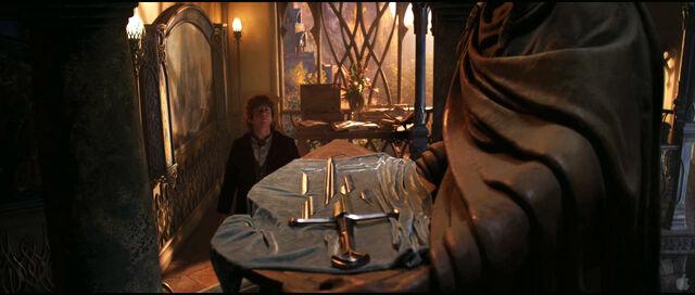File:Bilbo narsil.jpg